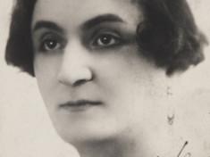 Suzanne 1925, signiertes Foto aus dem Album von Paul Grappe, aufgenommen in Paris Suzanne 1925, signiertes Foto aus dem Album von Paul Grappe, aufgenommen in Paris.